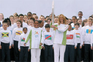 Elle McPherson &amp; Cathy Freeman<br />with Queens Baton